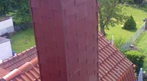 Schornsteinverkleidung in gezogener Rechteck-Doppeldeckung