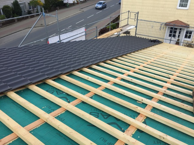 karpstein bedachungs gmbh dacheindeckung braas 7grad dach als pultdach mit harzer pfanne f. Black Bedroom Furniture Sets. Home Design Ideas