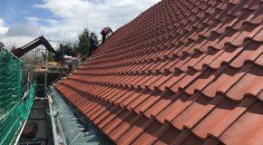 Dacheindeckung mit Braas Achat 10 V Hohlfalzziegel naturrot