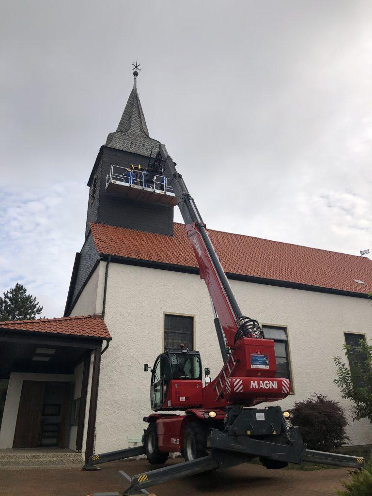 Bereitstellung Teleskoplader für Abbau der Turmuhr